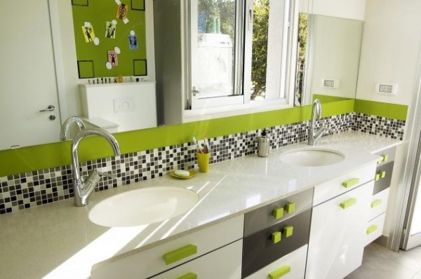 green-lime-accents-bathroom