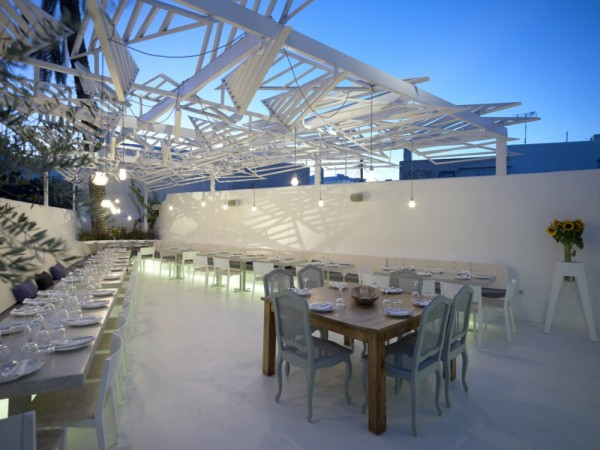 Phos-greek-restaurant-in Greece