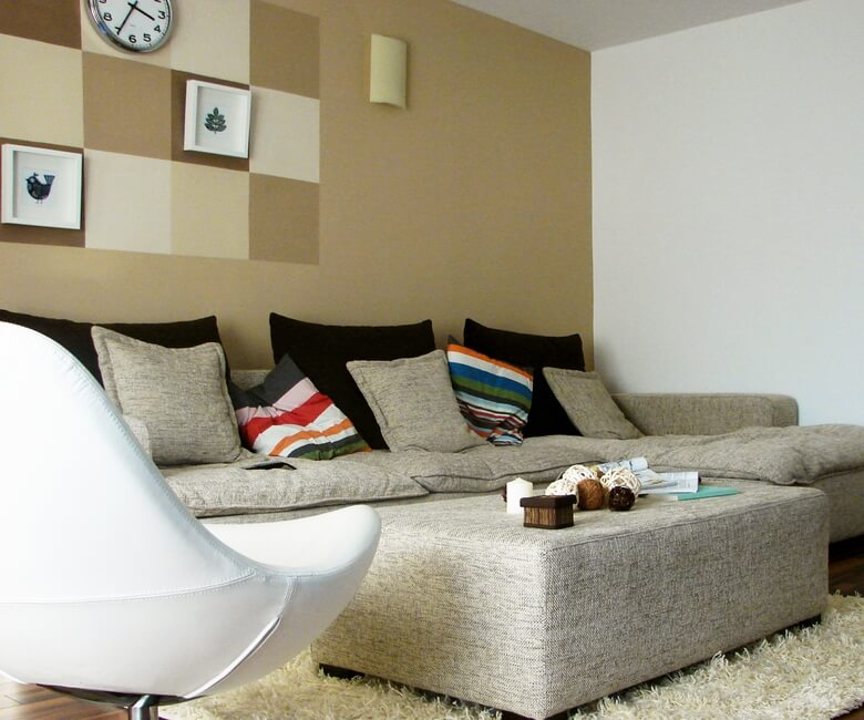 Modern-furniture-with-accent-wall-in-warm-colors