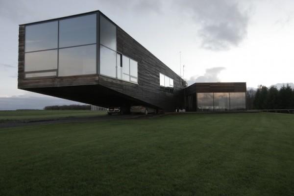 gllass-house