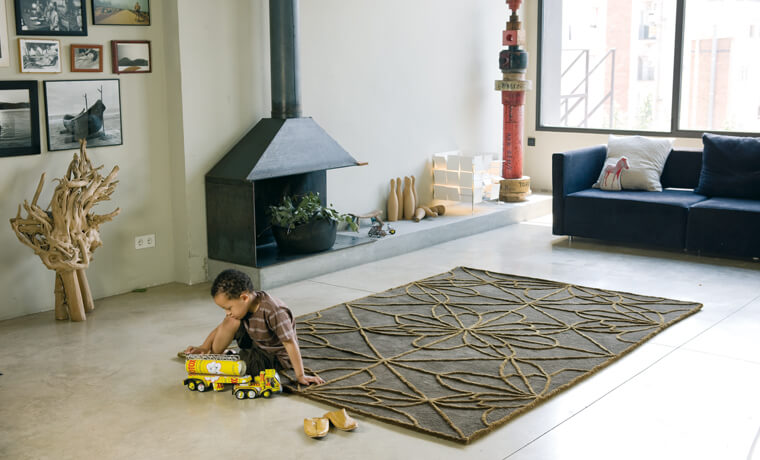 Rug-with-exotic-motifs