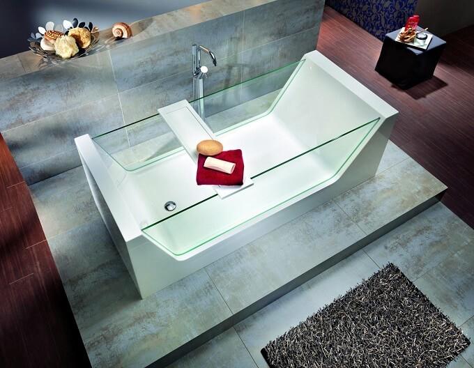 Modern-bathtub-with-glass