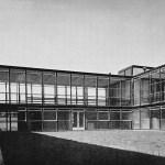 """Design Luminy Hunstanton-School-3 Alison et Peter Smithson, """"The New Brutalism"""" Histoire du design Références Textes"""