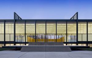 Design Luminy Crown-Hall-Mies-1956-300x188 LudwigMies van der Rohe (1886, Aix-la-Chapelle -1969, Chicago) Références  Mies van der Rohe   Design Marseille Enseignement Luminy Master Licence DNAP+Design DNA+Design DNSEP+Design Beaux-arts