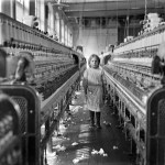 Design Luminy Lewis-Hine-A-little-spinner-in-the-Mollahan-Mills-Newberry-S.C.-1908 WilliamMorris - La vie ou la mort de l'art Textes  William Morris   Design Marseille Enseignement Luminy Master Licence DNAP+Design DNA+Design DNSEP+Design Beaux-arts