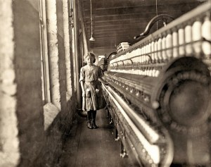 Design Luminy Lewis-Hine-Girl-beginning-to-spin.-Many-of-these-there.-Lincolnton-North-Carolina-1908-300x237 William Morris - La vie ou la mort de l'art Histoire du design Références Textes  William Morris