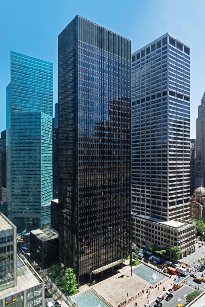 Design Luminy Seagram-Building-Mies-1958 LudwigMies van der Rohe (1886, Aix-la-Chapelle -1969, Chicago) Histoire du design Références Textes  Mies van der Rohe