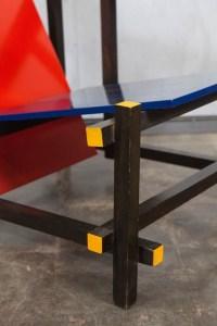 Design Luminy IMG_1227_l-200x300 Fauteuil rouge et bleu (1923) - Gerrit Rietveld (1888-1964) Histoire du design Icônes Références  red & blue chair Gerrit Rietveld
