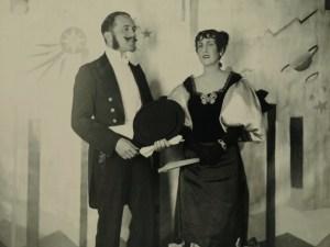 Design Luminy Charles-et-Marie-Laure-de-Noailles-lors-du-bal-Proust-de-la-princesse-de-Faucigny-Lucinge-en-1928 Charles et Marie-Laure de Noailles lors du bal Proust de la princesse de Faucigny-Lucinge, en 1928