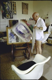 Design Luminy fauteuil-tulipe-eero-saarinen-pablo-picasso1_21656926961_o Chaise Tulipe 1956 – Eero Saarinen (1910-1961) Histoire du design Icônes Références  Tulipe Knoll Eero Saarinen