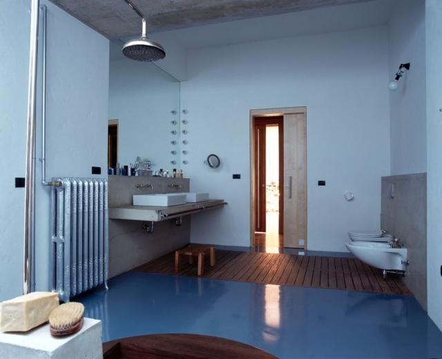 salle de bains en couleur bleue
