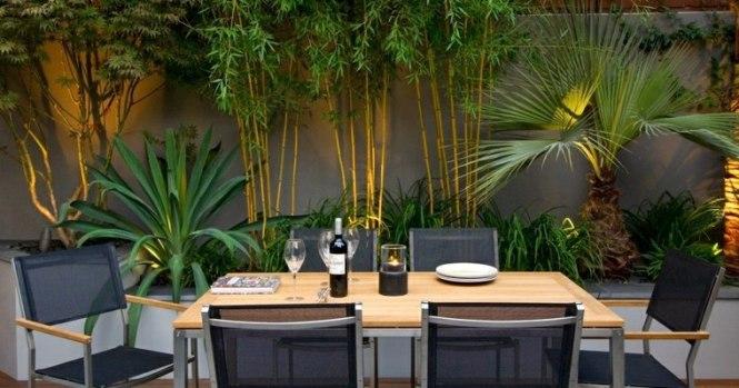 Idee De Deco Jardin Exterieur 0 Cl244ture En Bois Id233e Palissade Avec Jolie D233coration