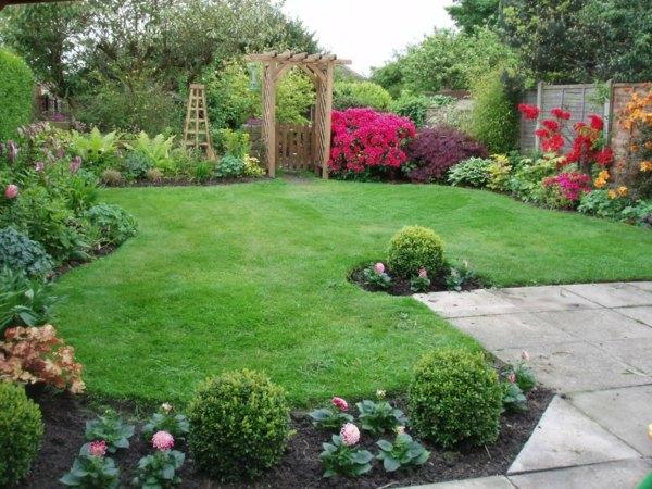 Back Yard Landscape Square Shape