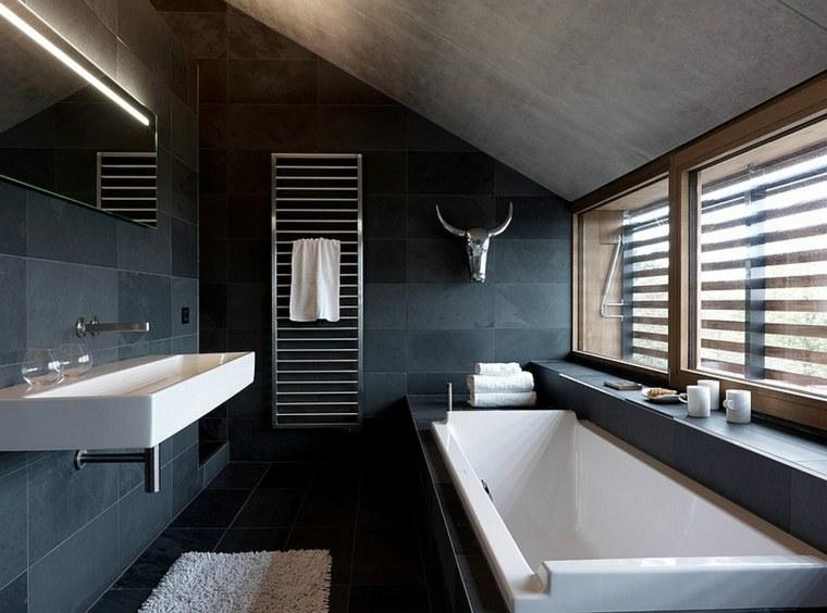 salle de bain noire marron et grise