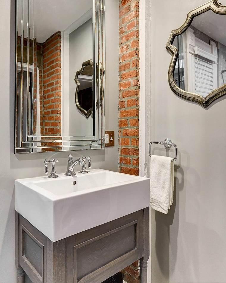 mur briques dans la salle de bain 25
