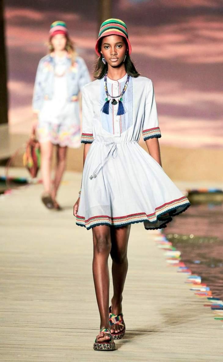 robe courte femme moderne