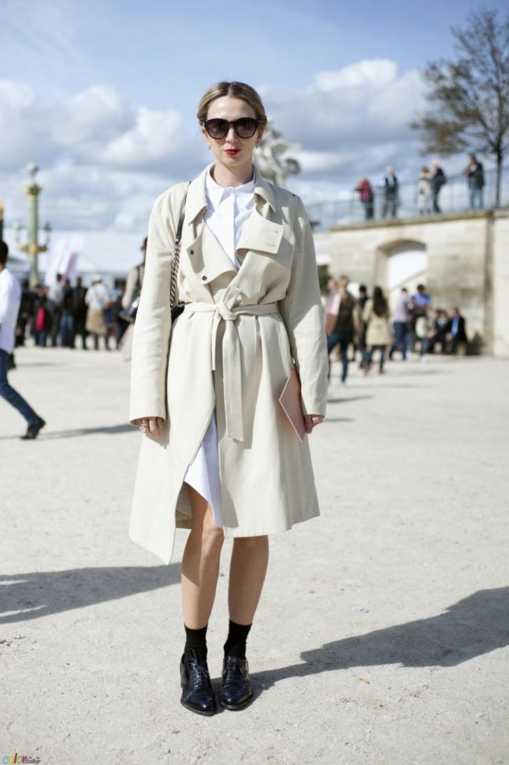 veste printemps femme look tendance trench coat lunettes chaussures cuir