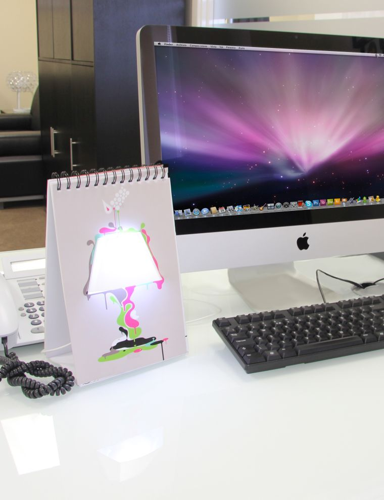 idee cadeau original lampe bureau design table
