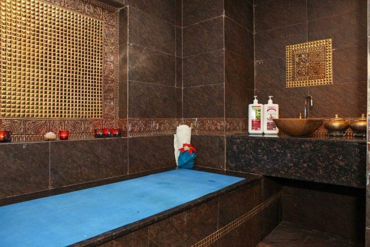 Salle De Bain Marocaine Du Luxe Des Couleurs Et De Lambiance Exotique