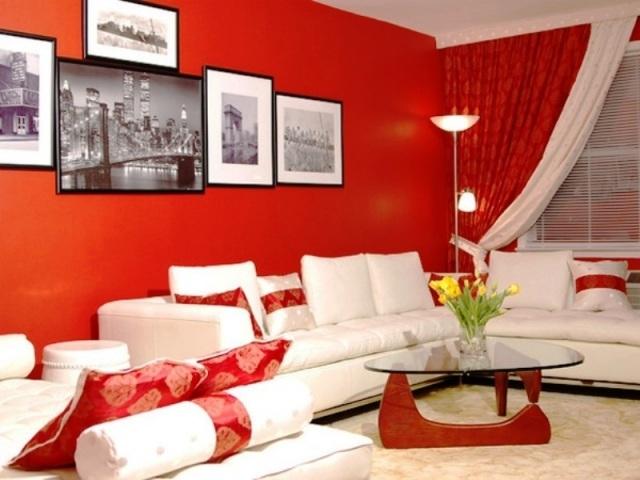 deco salon en couleur rouge quelques