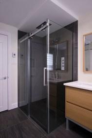 Salle de bain Vanité sur mesure Douche sans seuil Haut de gamme Candiac 2