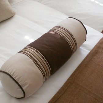 Contemporary Villa - Bedroom Pillow