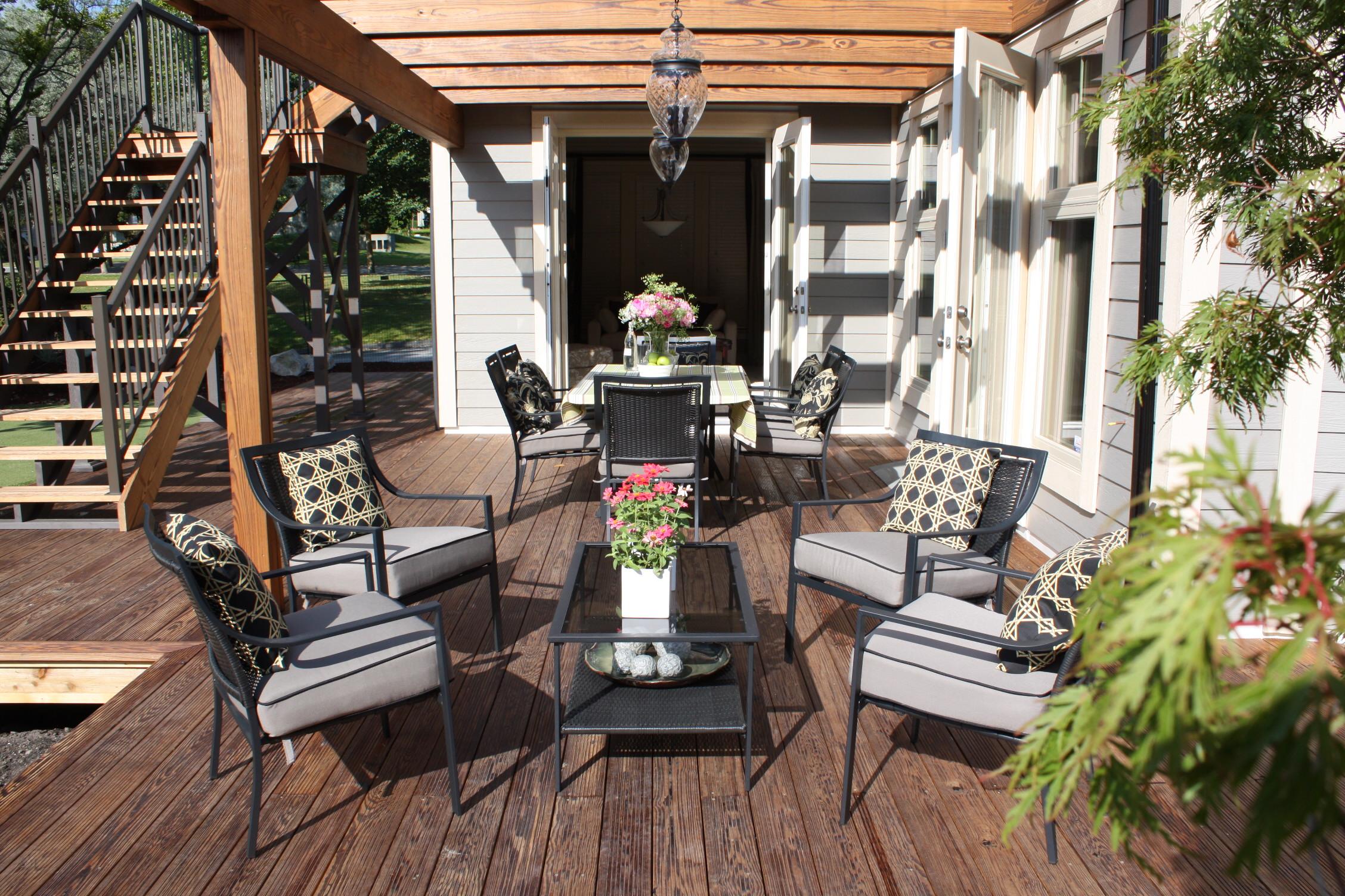 Outdoor Lounge Area ~ Sue Womersley Decorator