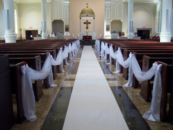 25 Attractive Pew Decorations For Weddings