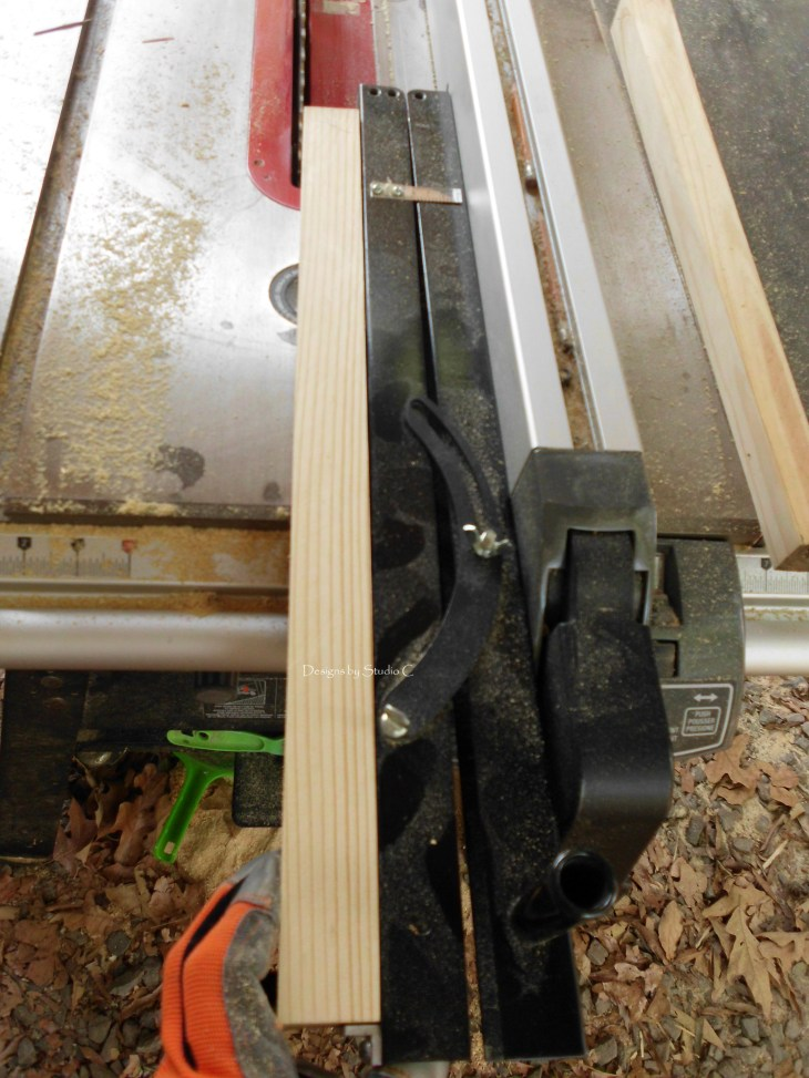 how to use a tapering jig on the table saw SANY1129