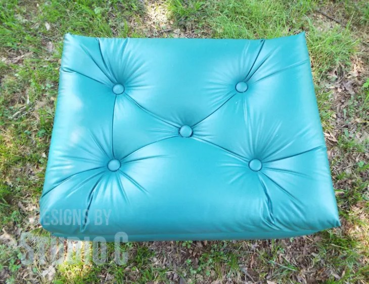 DIY Plans to Build an Upholstered Ottoman_Top