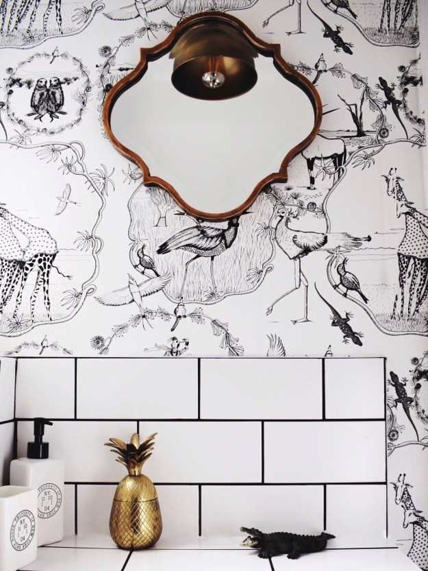 bohemian-monochrome-animal-vignette-bathroom-brass-accents