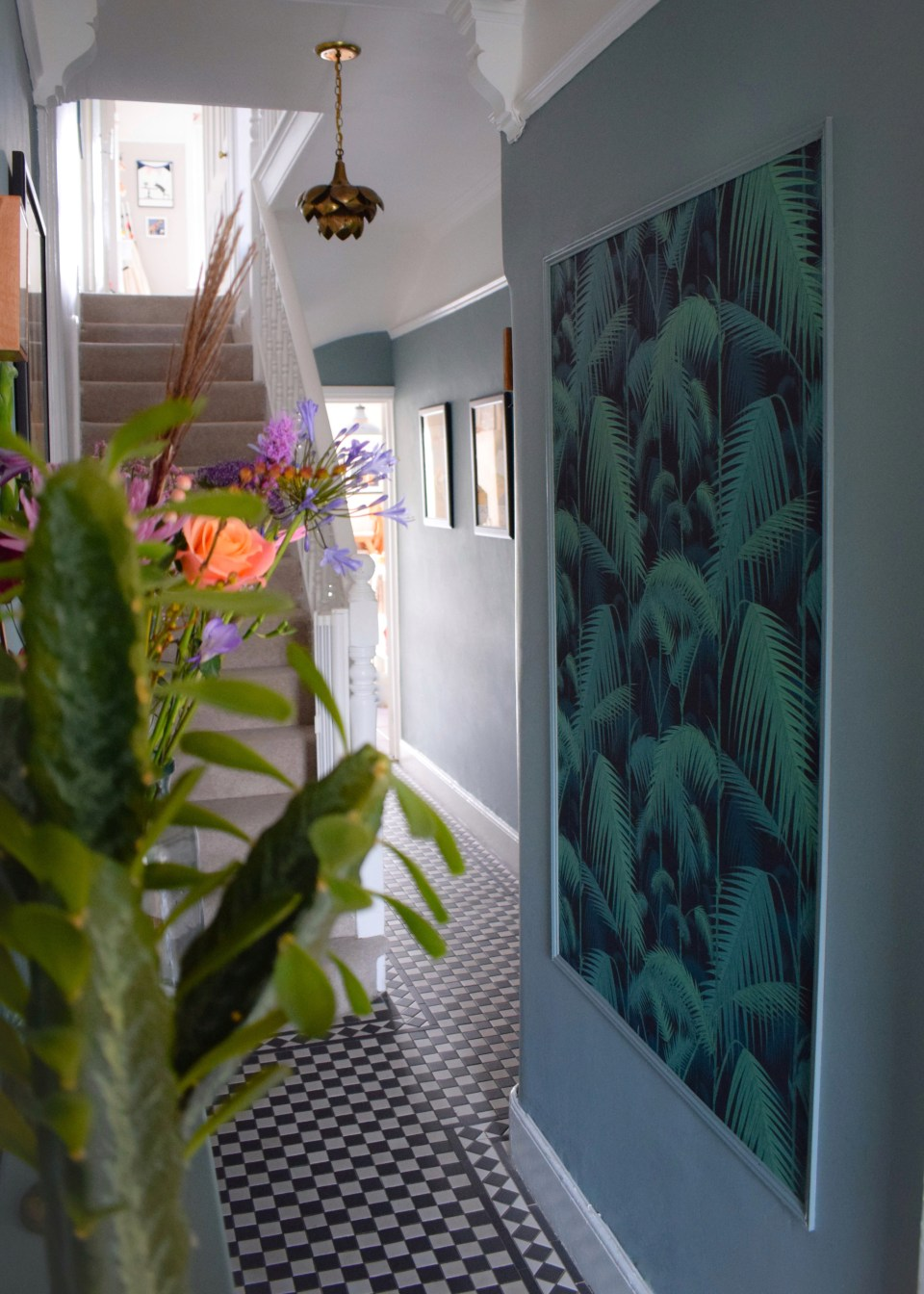 vintage bohemian eclectic style hallway interiors farrow ball oval room blue, cole son palm print wallpaper