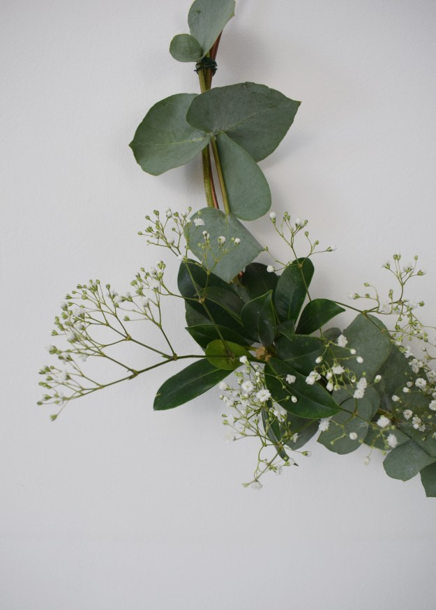 christmas craft, how to make christmas wreath, scandinavian fragrant simple eucalyptus decoration detail