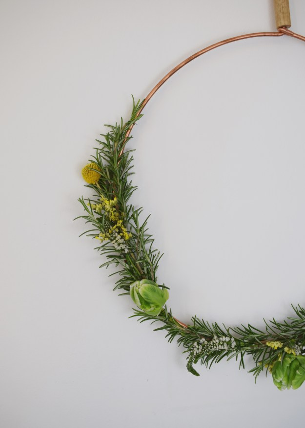 christmas craft, how to make christmas wreath, scandinavian fragrant simple rosemary mimosa decoration detail