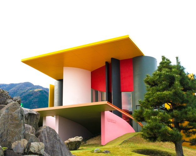 PINK inspiration in design and architecture, ideas for using pink interiors - The Site of Reversible Destiny JAPAN