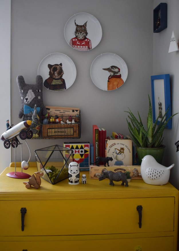 eclectic vintage colourful kids space interior design ideas, kooky animal plates west elm, grey and yellow, terrarium, vintage books and trinkets, monochrome toys (2)