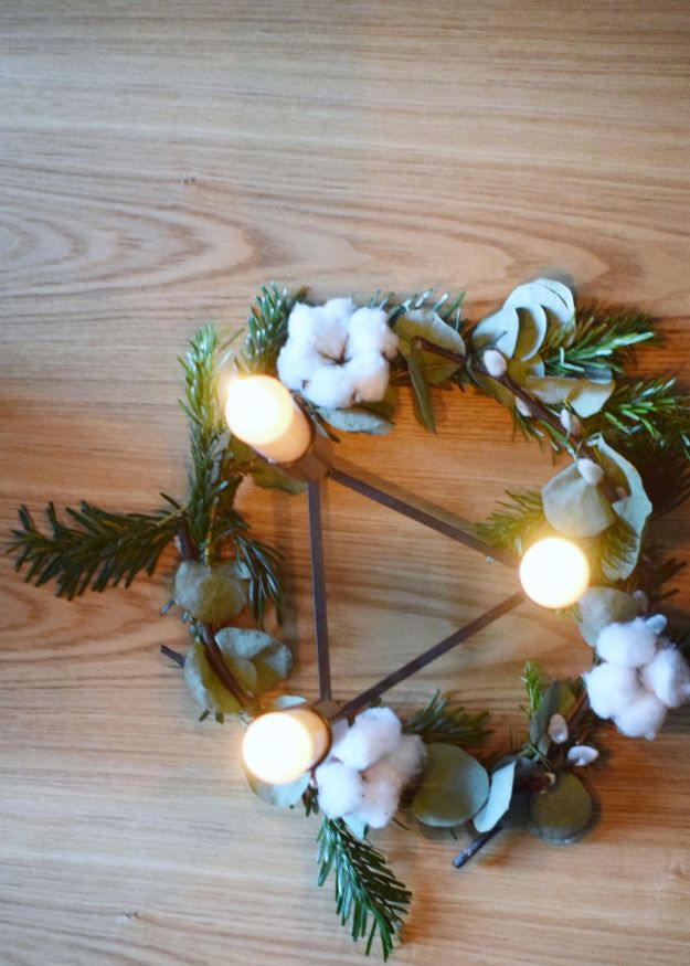 Craft How to make a simple scandinavian winter wreath garland for table decoration at Christmas (1)