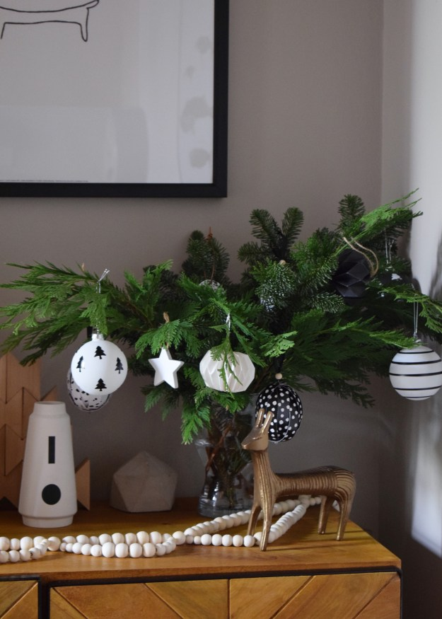 Scandinavian Monochrome Christmas decorations, black and white Bauble, interiors ideas and inspiration (1)