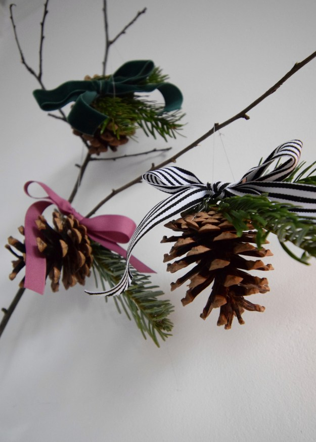 How to Make simple Pine cone Christmas decorations that are sustainable and stylish