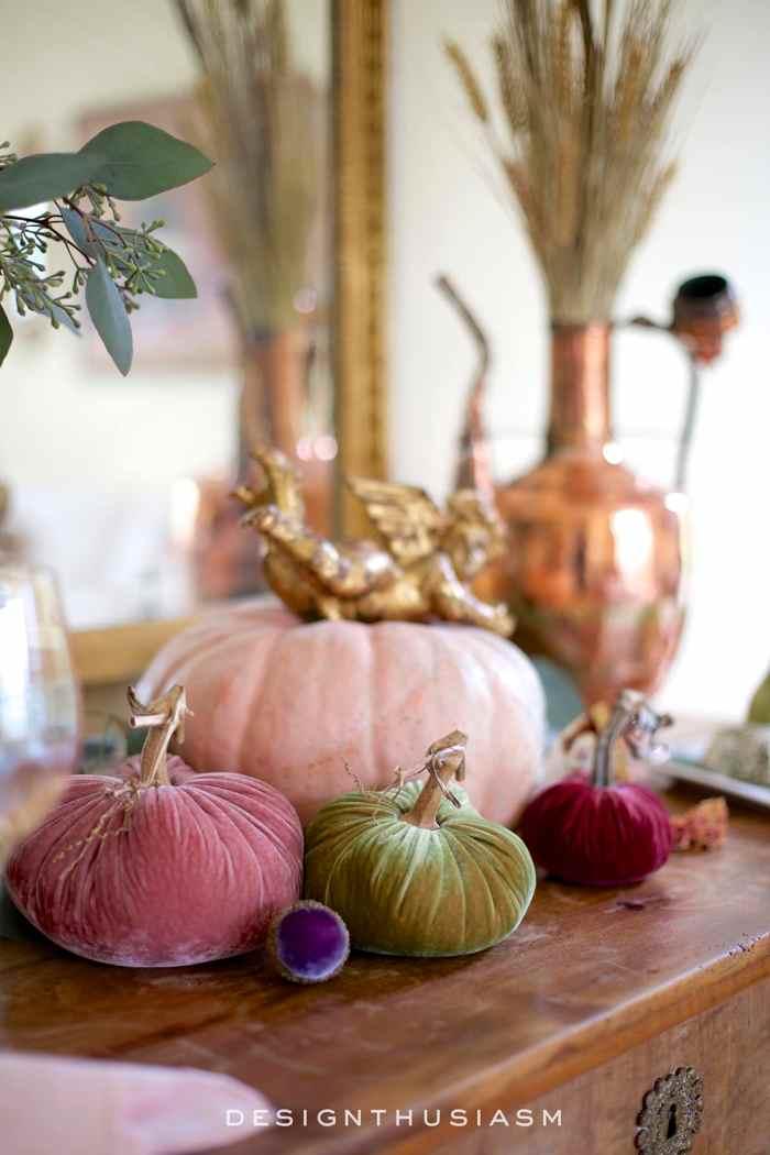 12 Tips for Adding Fall Color to the Living Room | Designthusiasm.com