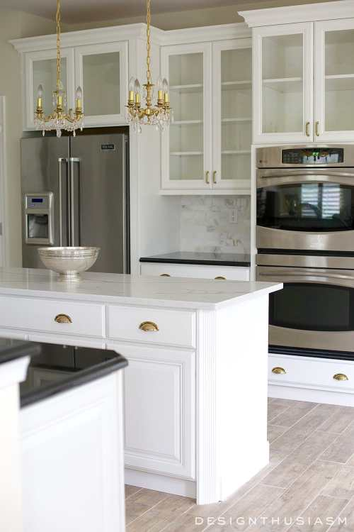 White painted cabinets simplify a kitchen renovation | Designthusiasm.com