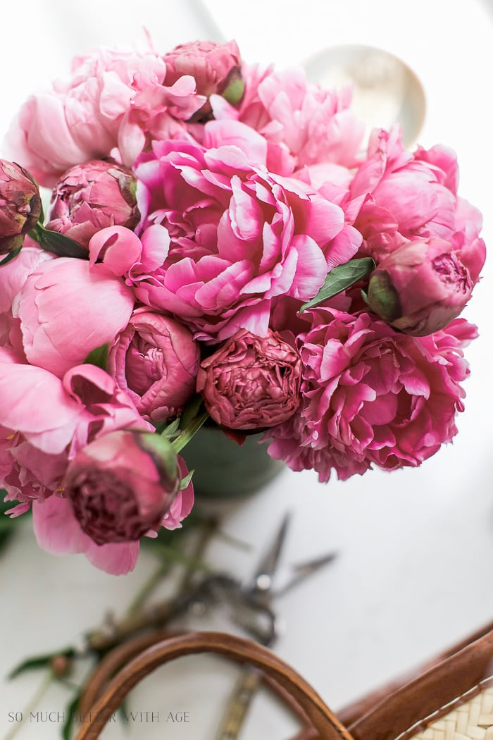 five-tips-for-summer-decorating-pink-peonies-121