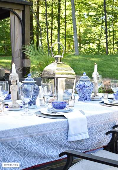 outdoor-blue-and-white-tablescape-ginder-jars-and-lantern