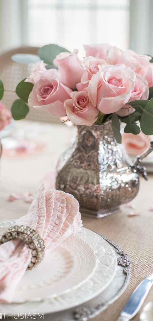 Rustic Romance: A Valentine's Day Table Setting - designthusiasm.com