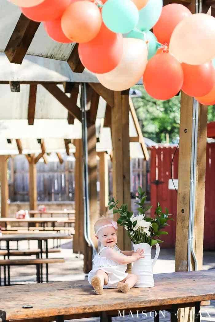 balloon garland outdoor party decoration