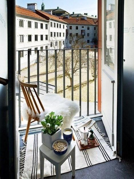 angolo lettura sul balcone