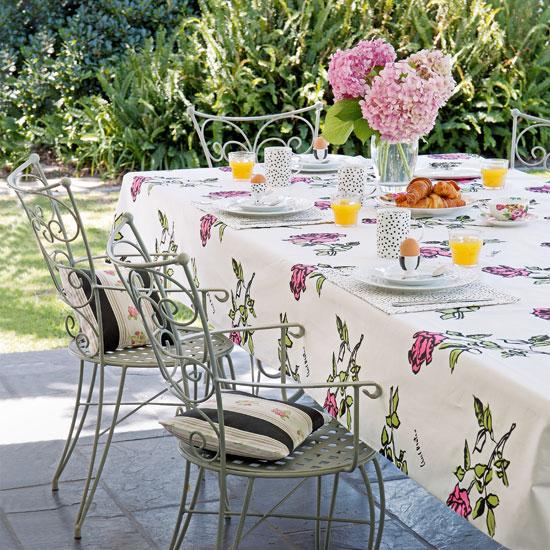 apparecchiarela tavola in stile floreale