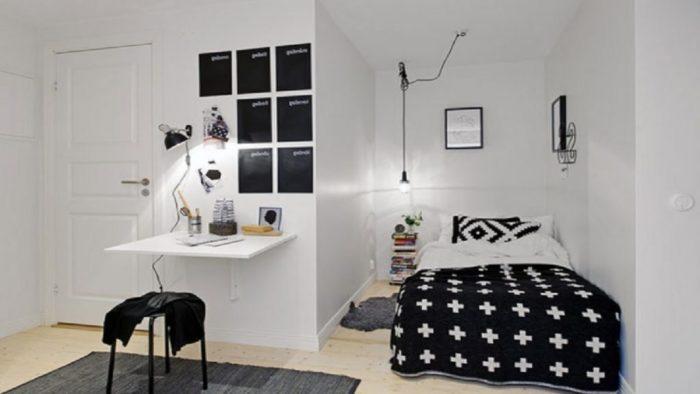 Приставленная к стене кровать
