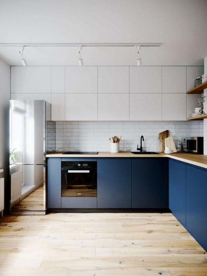 Design av blå kök i stil med Provence