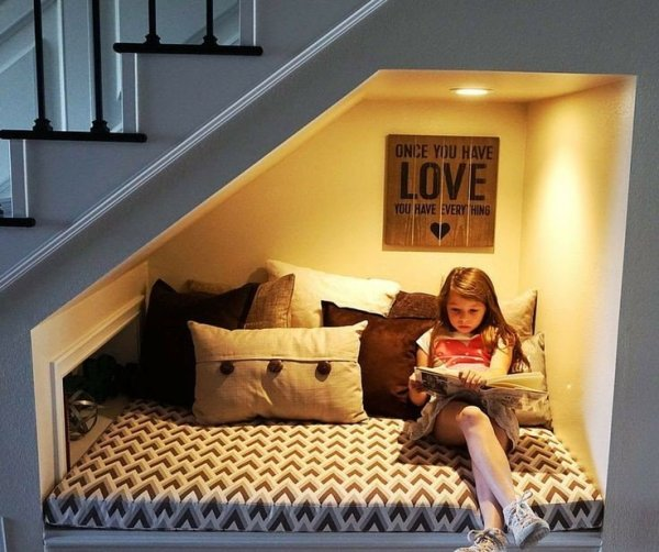 reading-corner-under stairs-space